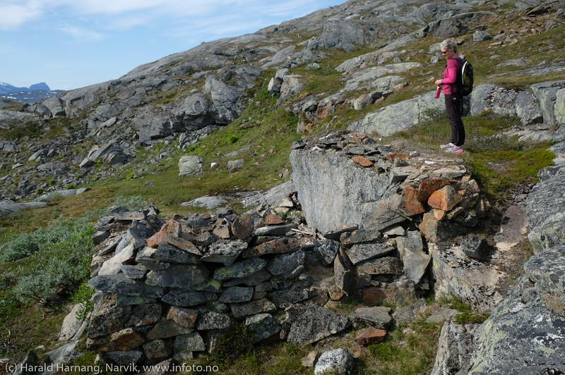 Krigsrester nær toppen av Bjørfjell