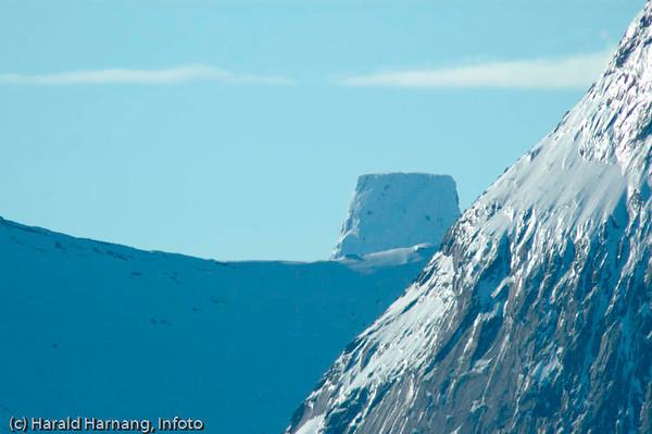 Toppen av Stetind. Sett fra Efjord.