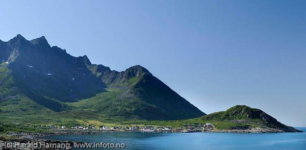 Senja, nordsiden, tettstedet Mefjordvær, nord for Senjahopen.