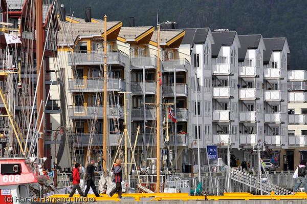 """Lofoten sommer 2008. Svolværs """"Aker brygge""""."""