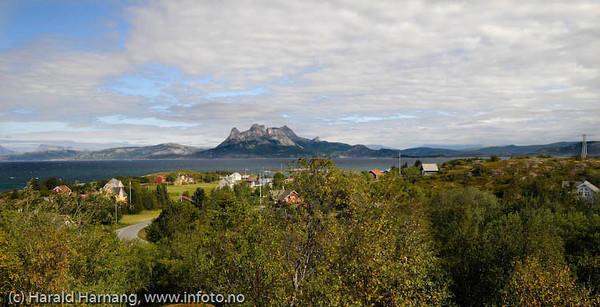 """Hamarøy, Deler av Tranøy tettsted fotografert retning nordover fra """"loshuset""""."""