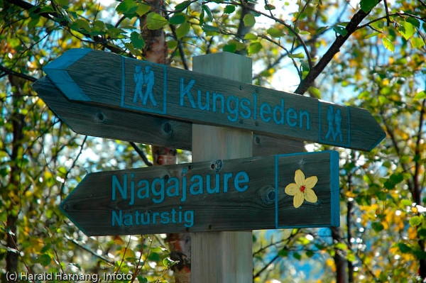 Skilt nær Abisko Turiststasjon, Abisko Nasjonalpark.