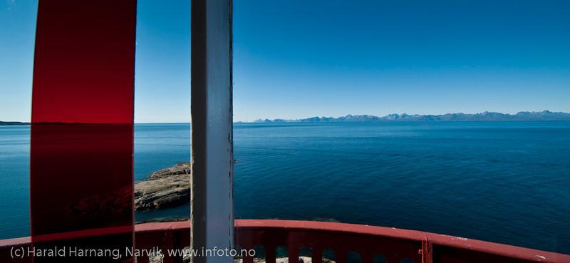 Bilder innenfra og av selve fyrtårnet. Tranøy fyr, Tranøy i Hamarøy kommune, Nordland.