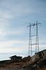 Kraftmast som nærmeste nabo. Pt. arbeides det oppe i masta. Bjørnfjell, hytte langs veien fra Grusgropa og mot Brudeslørvann. Foto: 5. oktober 2014. Del av bildeserie med hytter  brukt i Fremover  lørdag 20. desember 2014.