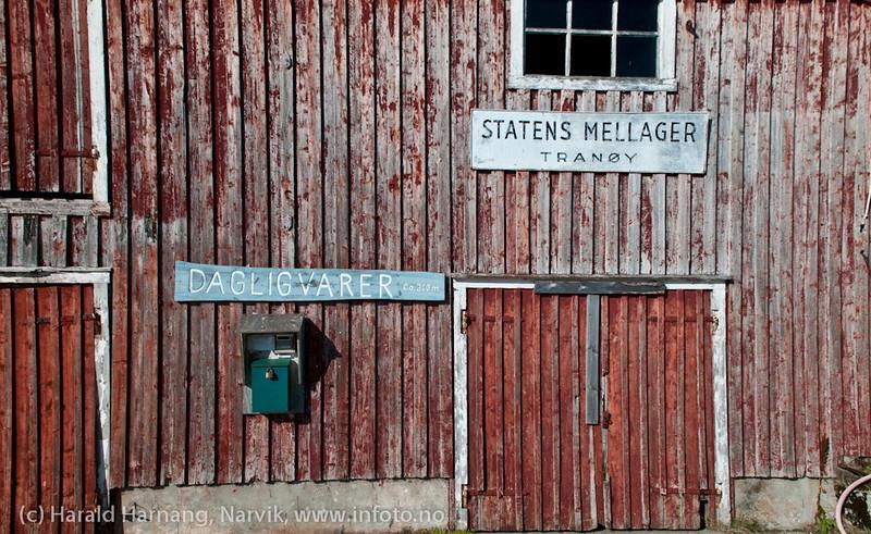 Gammel sjøbod på kaia på Tranøy i Hamarøy kommune, Nordland.