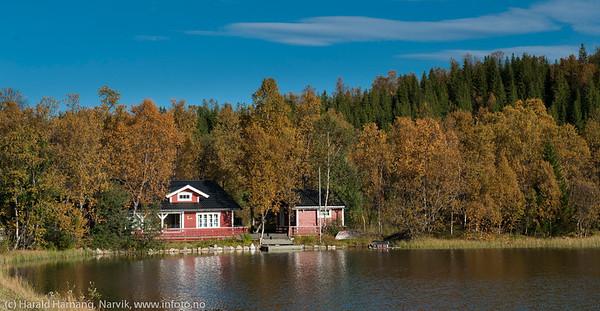 Hytte ved Lille Trollvatnet rett nedenfor brøytestasjonen på E10.