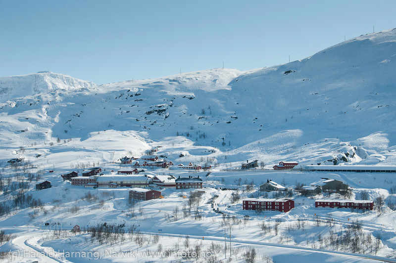 Riksgrenseområdet med Lapplandia. Mellomriksveien E10. Foto påske 2012. Foto: (c) Harald Harnang, Narvik.