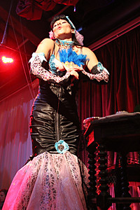 """Oh You Pretty Thing"" in Italy at Le Corte Burlesque Ball"