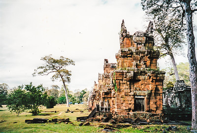 Preah Pithu and The Kleangs