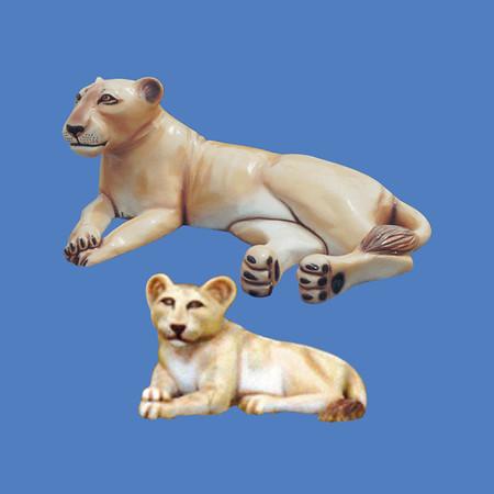Lioness, life size #7075<br /> Lion Cub, life size #7077