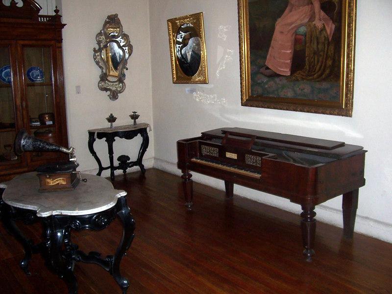 <h3>Antique furniture in Posada del Cruz museum in Mendoza.</h3>