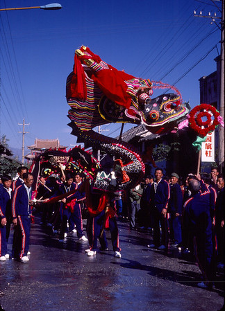 "Dragon dance through the streets of Dali.. this is the head end. On the first day of Chinese New Year (Spring Festival or ""Chun Jie""), it has a very long tail."