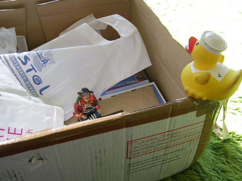 Duck looks into the third box ... and sees his friend.