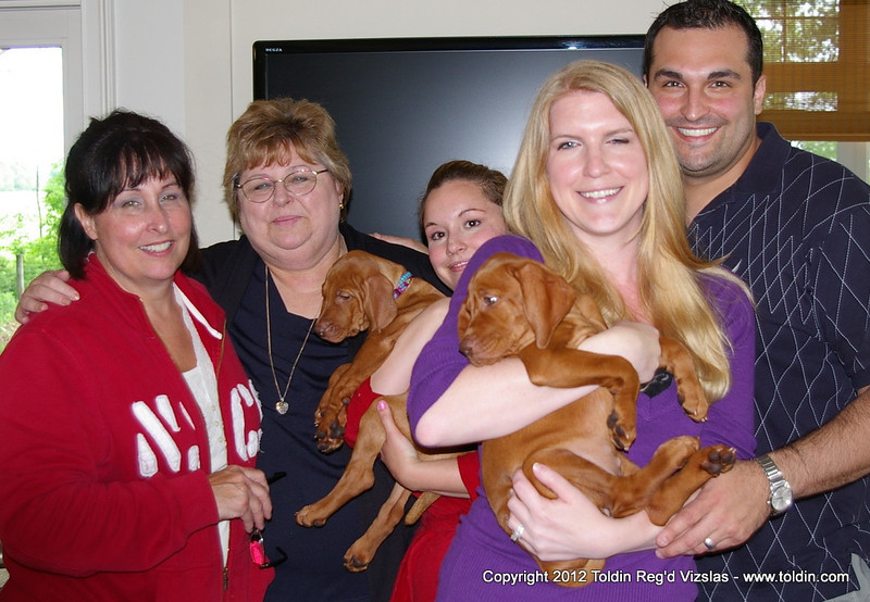 and to Sue and Lindsay with Miss Mint (left) ... Gayla and Chris with Roxy, aka as Miss Peach