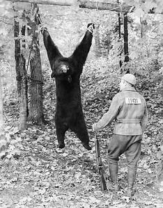 Bear-Hunting-1944-WI