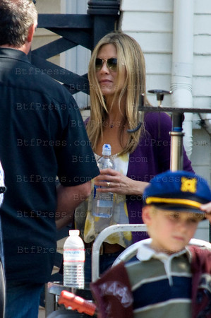 Jennifer Aniston during the set of the Baster with juliette lewis,Jason Bateman and Jeff Goldblum in Los Angeles,California.