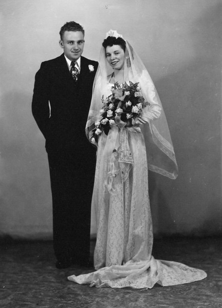 1945-12-27 Bryce & Lois Wedding Picture