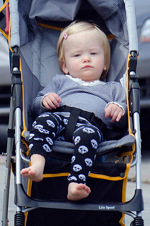 Anna Paquin relaxes with twins on Abbot Kinney