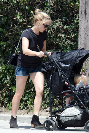 Anna Paquin shows her legs