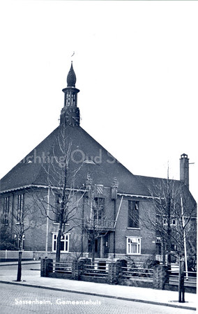 An0068 <br /> Voormalig gemeentehuis, gebouwd in 1929, architecten Meischke en Schmidt, Rotterdam. Thans ingericht als Sikkens Schildersmuseum. Gezien vanaf de Hoofdstraat. Sinds december 1991 is het nieuwe gemeentehuis in gebruik genomen. Foto: jaren '60