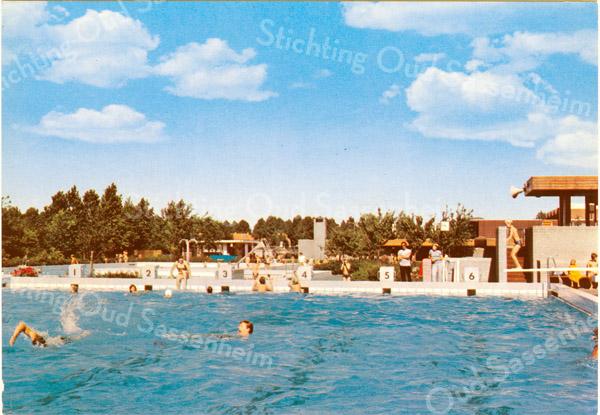 An0048 <br /> Zwembad Wasbeek, een open buitenbad, gebouwd in 1972. Foto: 1974