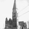 An0060 <br /> De St. Pancratiuskerk, vóór het aanleggen van de Parklaan. De bedrading van de elektrische tram is nog aanwezig, zie ook  An0010. De ansichtkaart heeft postaal gelopen en is gefrankeerd met een postzegel van 2 cent. Foto: 1947.