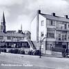 An0013<br /> Gezicht vanuit zuidoostelijke richting. Op de voorgrond de Parklaan ter hoogte van 'De Ontmoeting'. Achter de woningen aan de St. Antoniuslaan de toren van RK-kerk St. Pancratius. Foto: begin jaren '60.