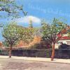 An0030 <br /> Gereformeerde kerk (Julianakerk) in de Julianalaan. Links het jeugdhuis en een gedeelte van de voormalige pastorie. Rechts een gedeelte van de praktijk en woonhuis van dokter Moerman. De kerk is gebouwd in 1911 door architect Th. Anema. Verbouwd in 1927/28 door architect B.T. Boeijinga. Foto: eind jaren '70.
