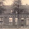 An0550<br /> Links de bakkerij en winkel van Moolenkamp of diens voorganger (later van bakkerij Meijer). Het achterste deel is later verbouwd tot slagerij van Couvée.?????
