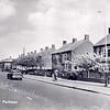 An0015 <br /> Gezicht op de Parklaan in noordelijke richting. In de verte de flat van Schulte & Lestraden. Foto: begin jaren '60.