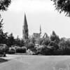 An0006 <br /> Gezicht op de RK-kerk St. Pancratius vanaf de Menneweg. Links Dr. de Visserlaan, op voorgrond de Don Bosco Mulo. Rechts huizen aan de St. Antoniuslaan. In het midden plantsoen met waterpartij. Foto: begin jaren '60.  <br /> .