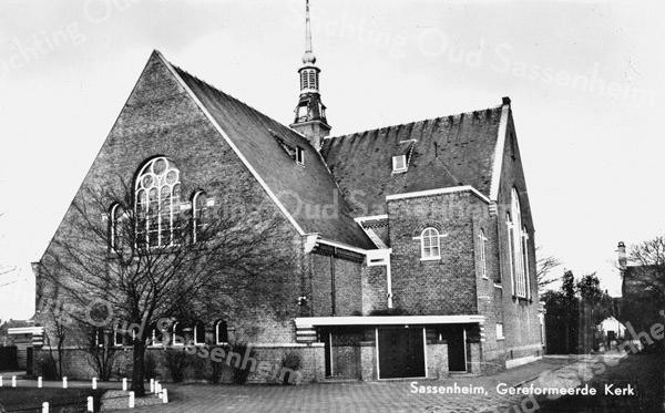 An0072 <br /> De gereformeerde kerk (Julianakerk) is gebouwd in 1911 en verbouwd in 1927/28 door architect B.T.Boeijinga. Foto: 1958.
