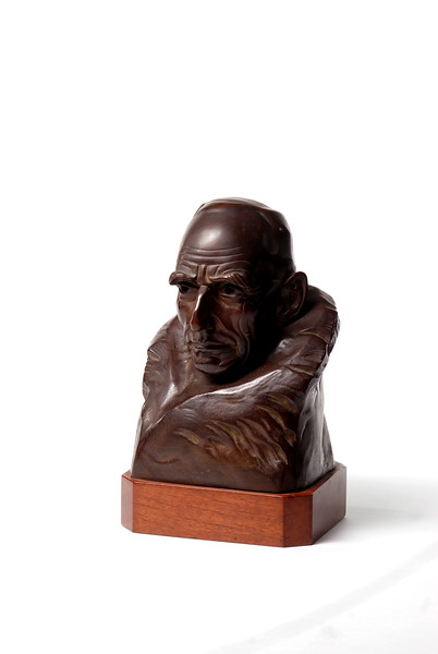 Bronze bust of Road Amundsen by Trygve Hammer.  Photo by UNH.