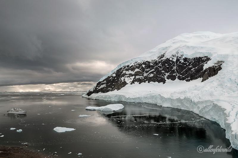 Neko-Harbour-with-Le-Diamant,-a-sense-of-scale, Antarctic Peninsula