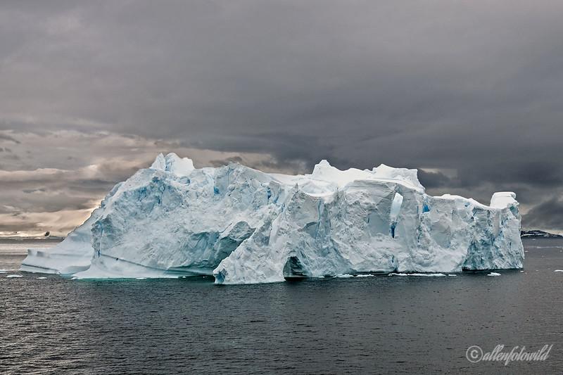 Many-shades-of-blue,-old-ice-2,-Neko-Harbour,-Antarctic-Peninsula
