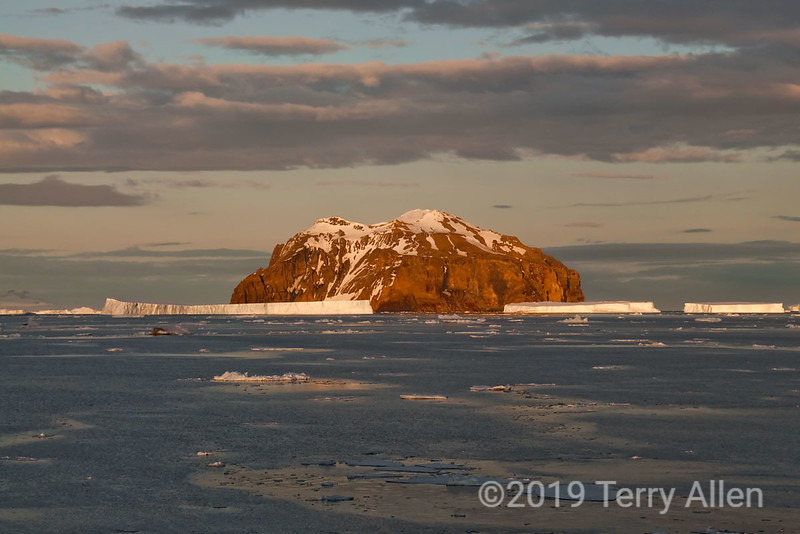 Rosamel-Island-sunrise,-Antarctic Sound