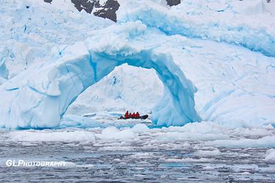 Antarctica - Zodiac Tour 12/13