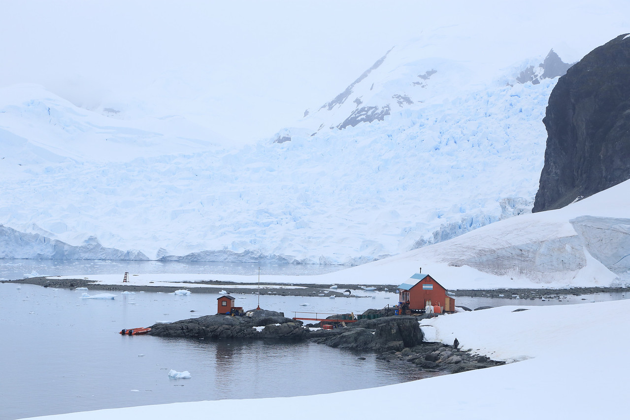 view of the situation for Almirante Brown Antarctic Base (64.895° S, 62.870° W) in Paradise Bay