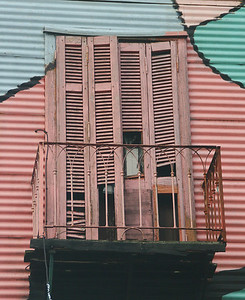The buildings are not all that well-maintained, but this adds to the charm of La Boca.