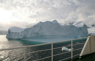 As you can see from this picture, we're passing quite close to the giant icebergs.