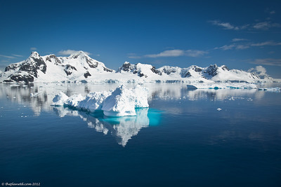 Antarctica-ice-reflection-1