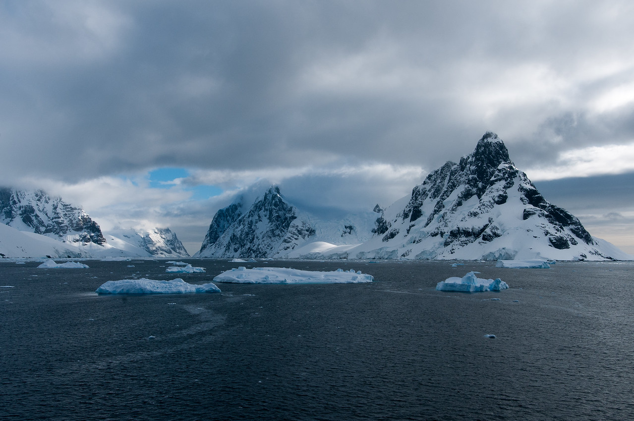 Scenery in the Lemaire Channel