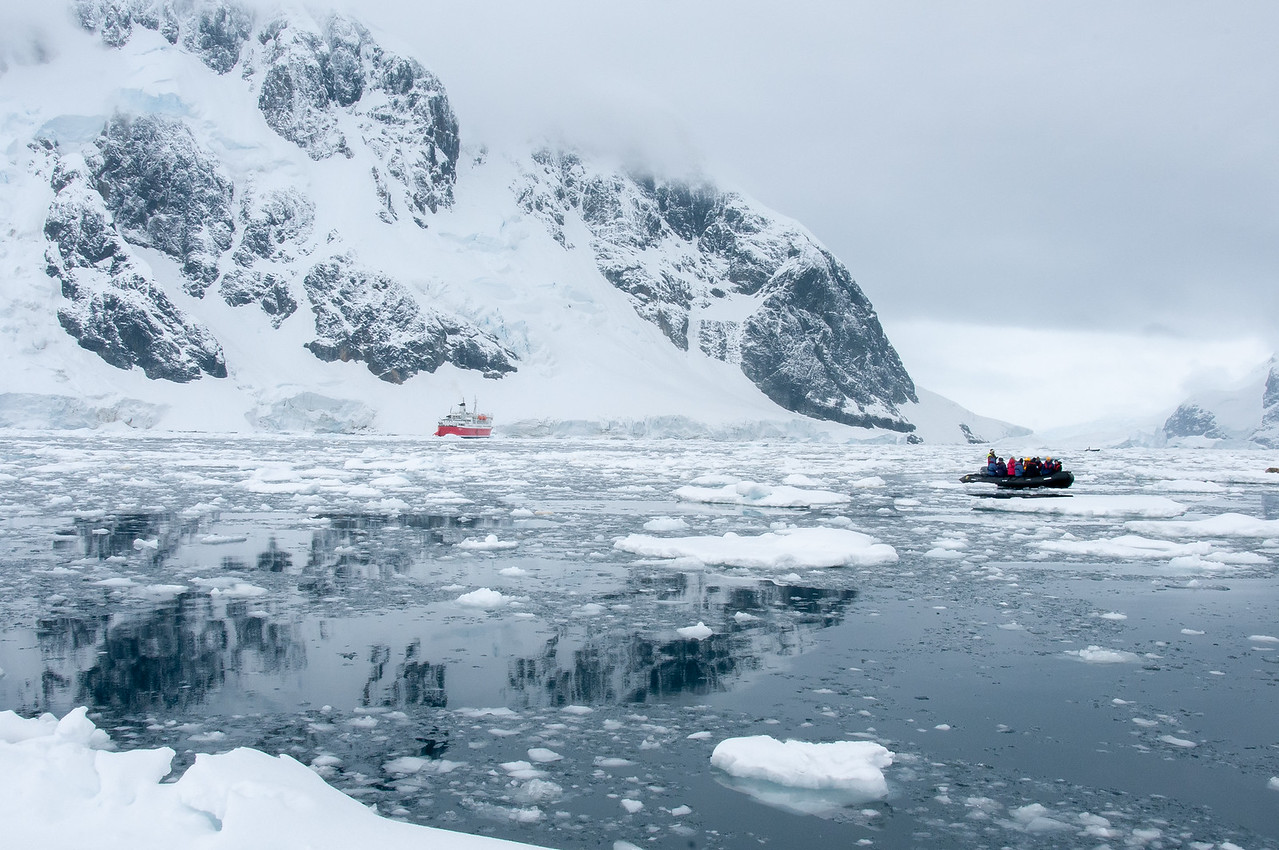 M/S Expedition in Pleneau Bay
