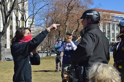 Trump-pro-anti-demonstration (56)