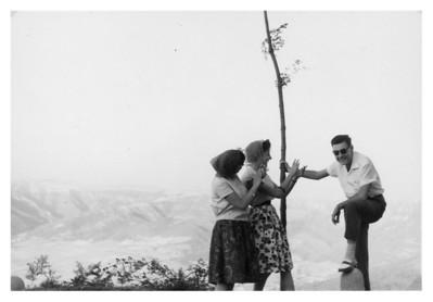 """""""Folklore en el Puerto de Orduña. Emilia y Queca me aplauden."""""""