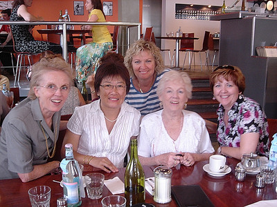 Susan, Pat Carter, Sharon Ullyett, Mom, Louise Whelan (Picard)2007