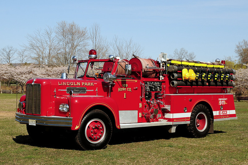 Lincoln Park Fire Dept Engine 103 1967 Maxim 1000/ 500