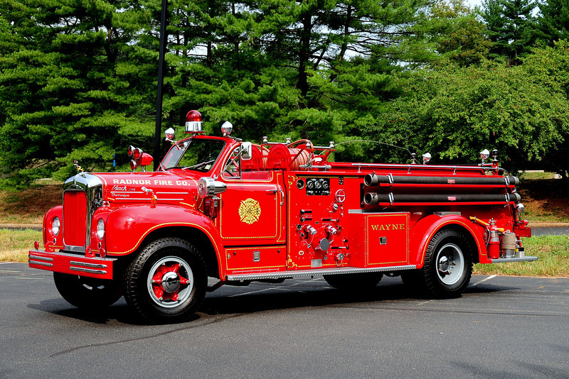 RADNOR FIRE CO. WAYNE, PA - 1954 MACK B75F 750/ 400