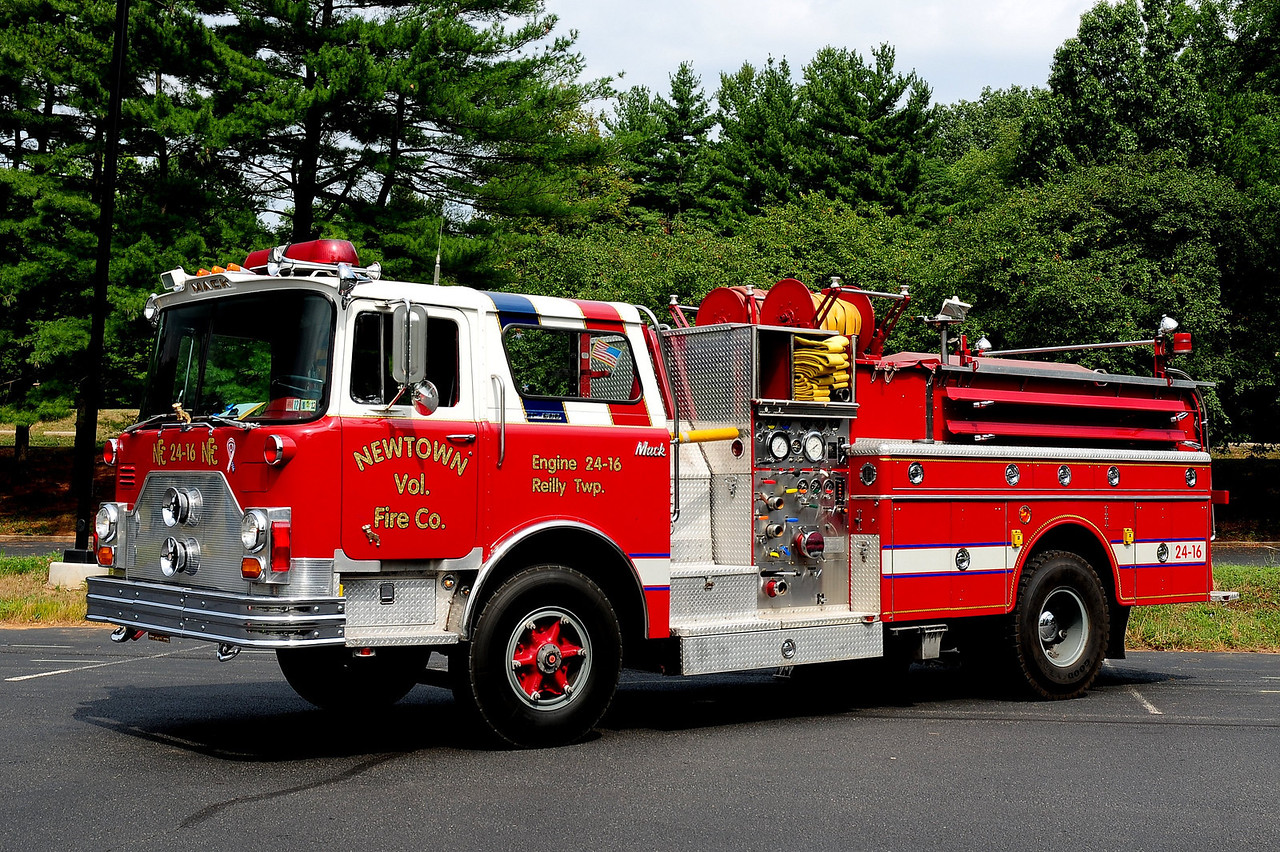 NEWTOWN FIRE CO  ENGINE 24-16 (REILY TWP, PA)  1971 MACK CF 600 1000/ 1000 EX-UPPER SAUCON, PA NOW OWNED BY RON YOUNG