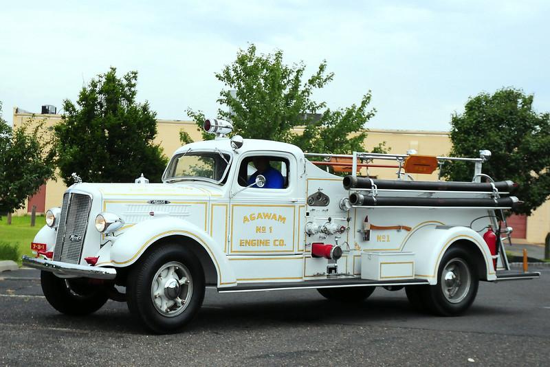 Agawam Fire Co 1, South Hampton, NY 1941 Mack Model 55  600/ 150 #55S1037